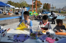 Kite making at the Fall Waterfront Celebration
